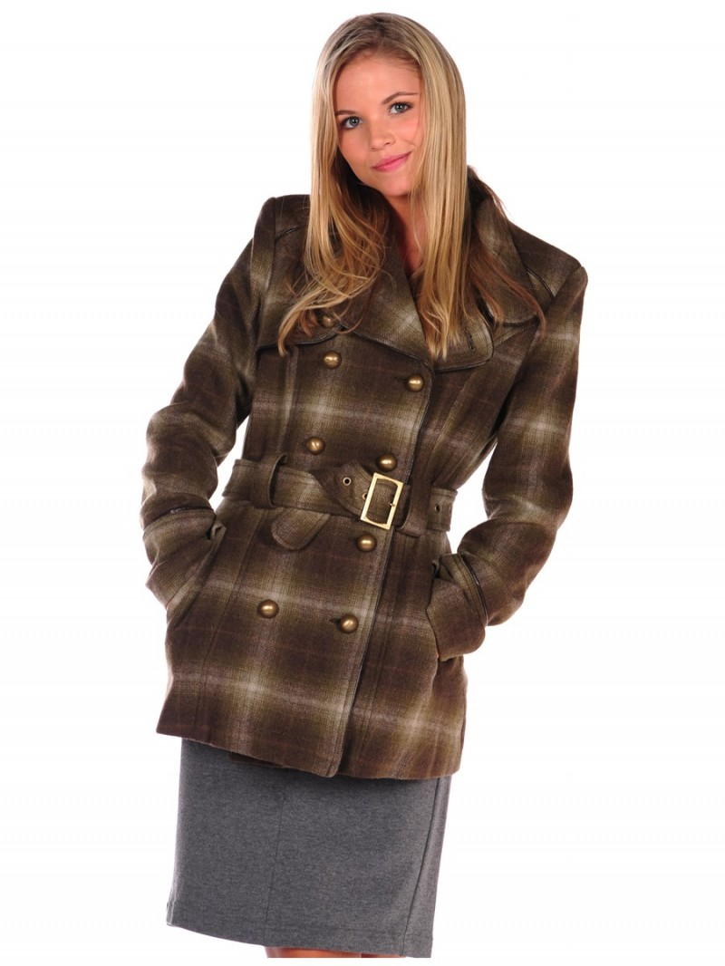 plaid trench coat 800x1066 6 Plaid Looks Inspired by Fall Runway Style