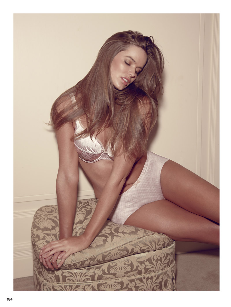 robyn lawley lingerie3 Lingerie Clad Robyn Lawley Stars in Cosmopolitan Australias October Issue