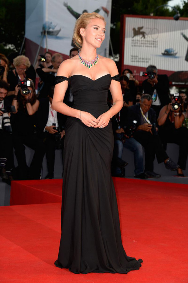 scarlett johansson versace1 Scarlett Johansson Wears Versace at the 70th Annual Venice Film Festival
