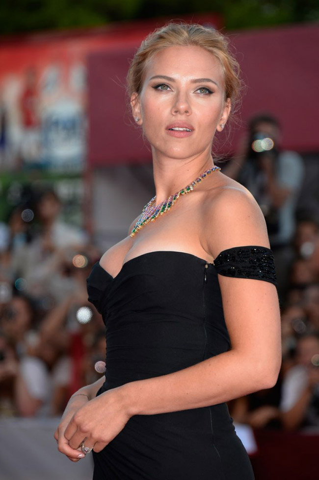 scarlett johansson versace3 Scarlett Johansson Wears Versace at the 70th Annual Venice Film Festival