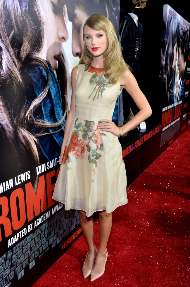 taylor swift reem acra1 Taylor Swift Wears Reem Acra at the Romeo & Juliet Premiere