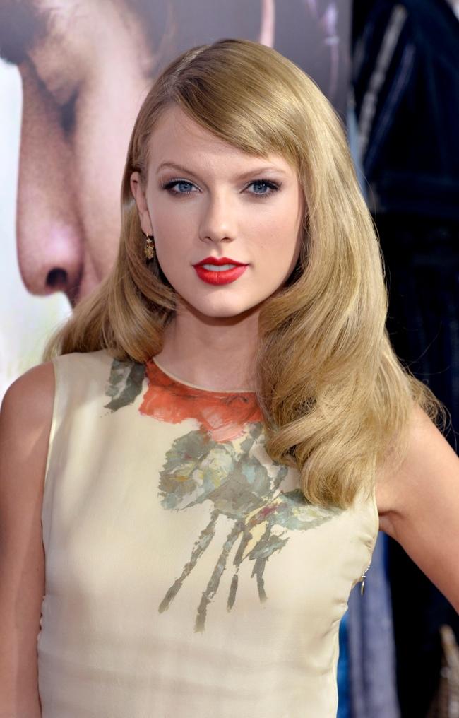 taylor swift reem acra3 Taylor Swift Wears Reem Acra at the Romeo & Juliet Premiere