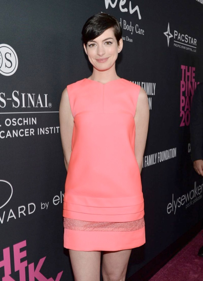 anne j mendel3 Anne Hathaway Wears J. Mendel at Elyse Walkers Pink Party