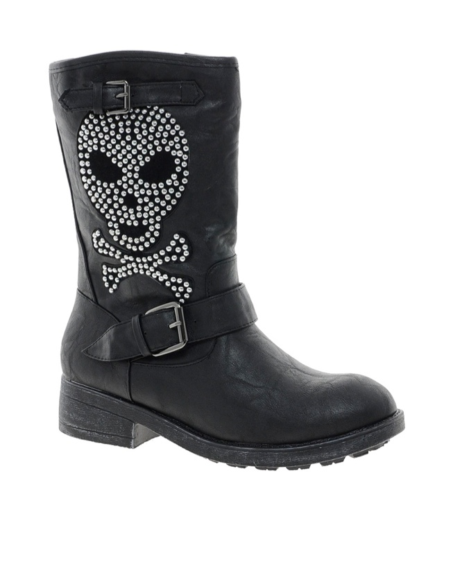 boot skull decoration 11 Spooky Looks for Your Last Minute Halloween Shopping