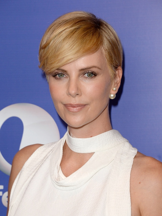 charlize stella mccartney3 Charlize Theron Wears Stella McCartney at Varietys 5th Annual Power of Women Event