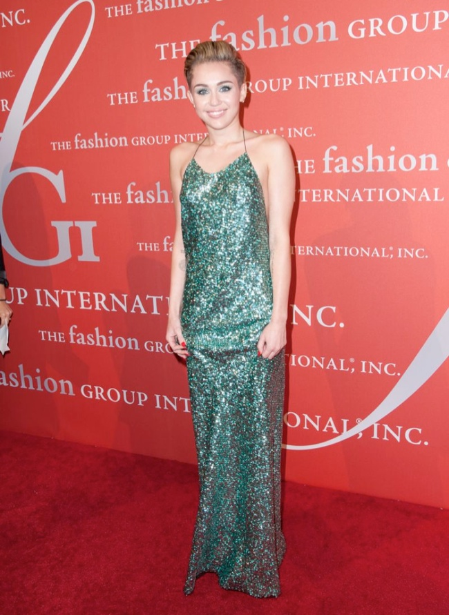 miley marc jacobs dress1 Miley Cyrus Wears Marc Jacobs at the 2013 Night of Stars Event