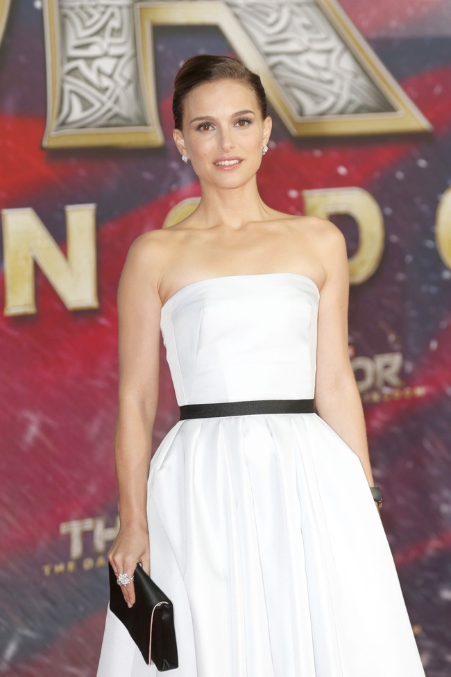 natalie dior berlin3 Natalie Portman in Dior Haute Couture at Thor: The Dark World Berlin Premiere