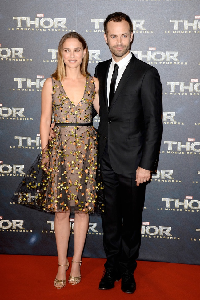 natalie dior dress2 Natalie Portman Wears Dior Haute Couture at the Thor: The Dark World Paris Premiere