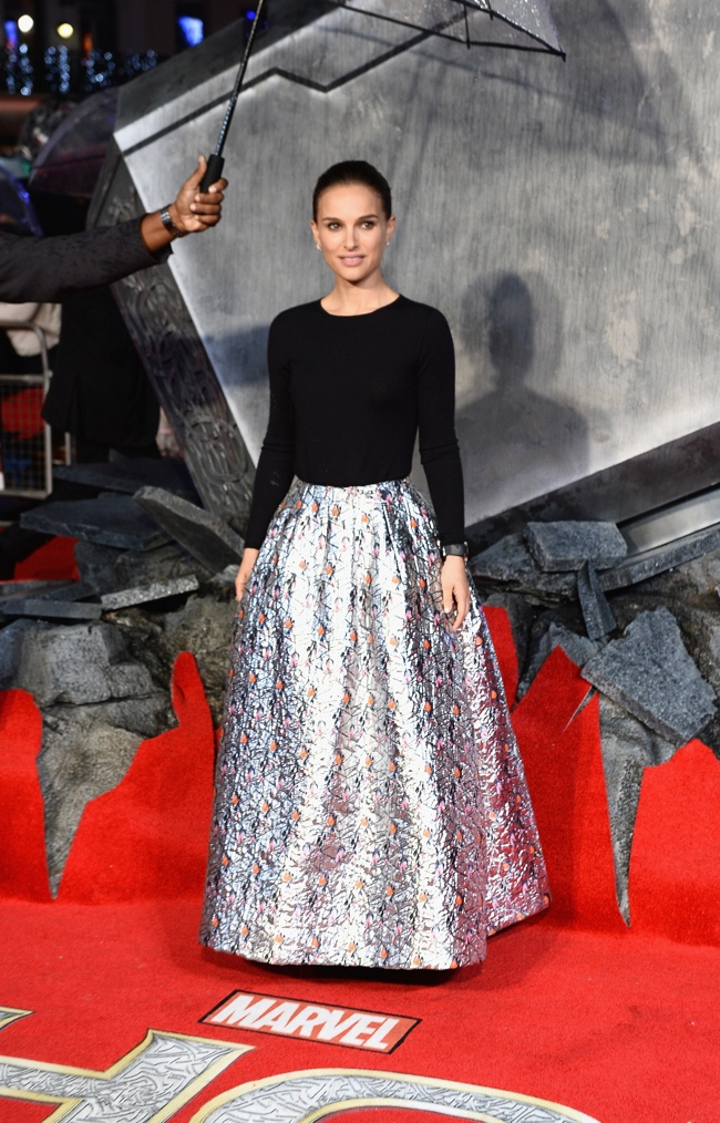 natalie portman dior red carpet2 Natalie Portman Wears Dior at Thor: The Dark World London Premiere
