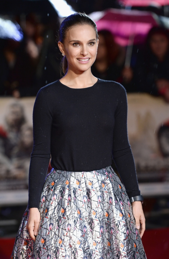 natalie portman dior red carpet3 Natalie Portman Wears Dior at Thor: The Dark World London Premiere