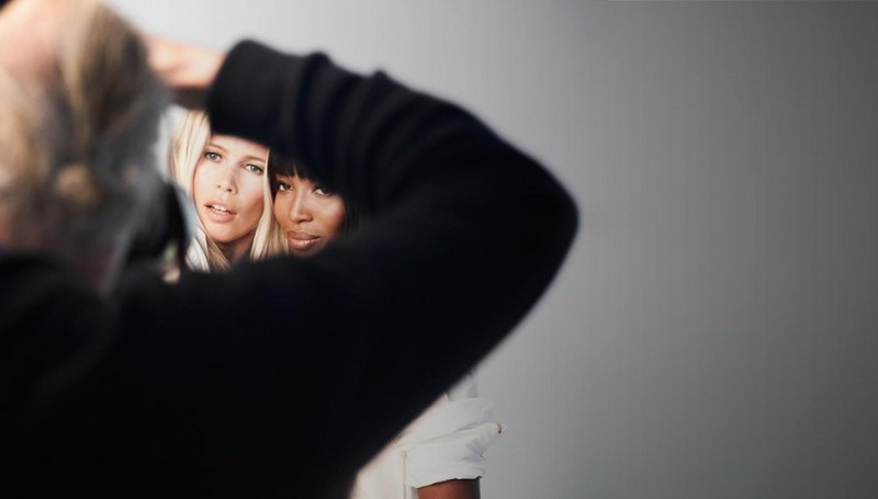 tommy breast health campaign6 800x455 Naomi Campbell + Claudia Schiffer Pose for Tommy Hilfiger Breast Health International Campaign