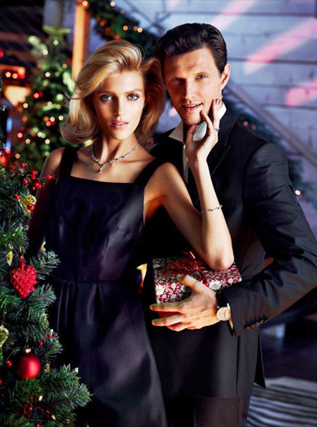anja rubik apart christmas03 Anja Rubik Cozies up to Husband in Aparts Christmas 2013 Ads