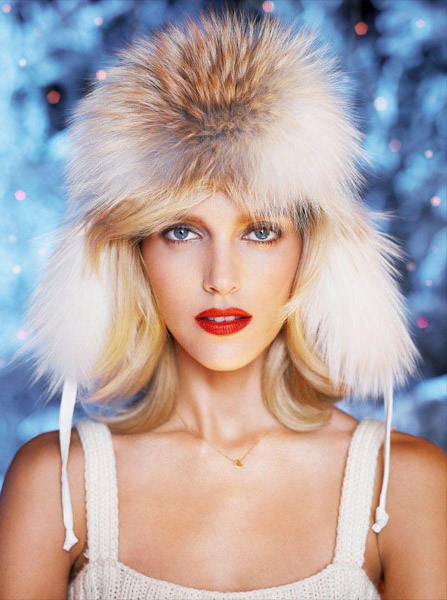 anja rubik apart christmas05 Anja Rubik Cozies up to Husband in Aparts Christmas 2013 Ads