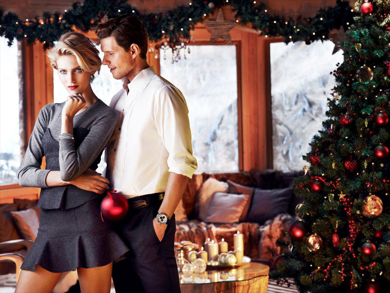 anja rubik apart christmas3 Anja Rubik Cozies up to Husband in Aparts Christmas 2013 Ads