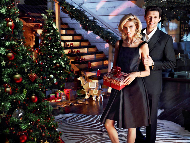 anja rubik apart christmas6 Anja Rubik Cozies up to Husband in Aparts Christmas 2013 Ads