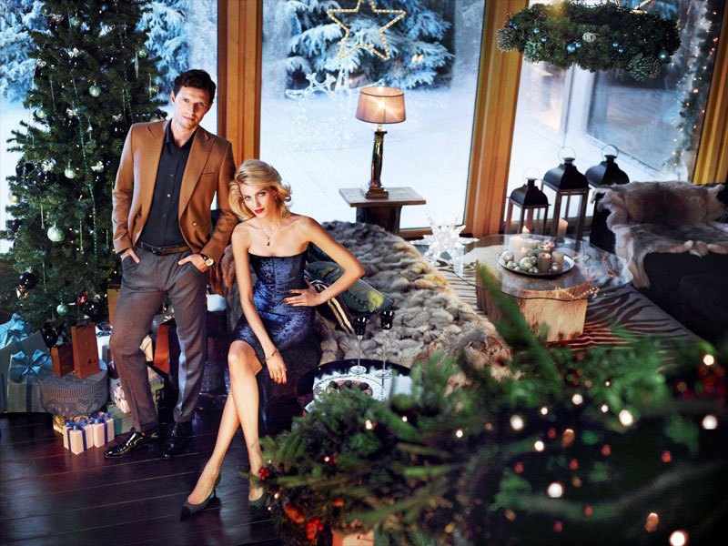 anja rubik apart christmas8 Anja Rubik Cozies up to Husband in Aparts Christmas 2013 Ads