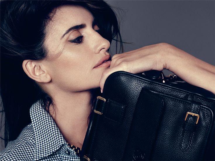 cruz loewe bag2 Sisters Penélope & Mónica Cruz Star in Loewes Cruz Bag Ads