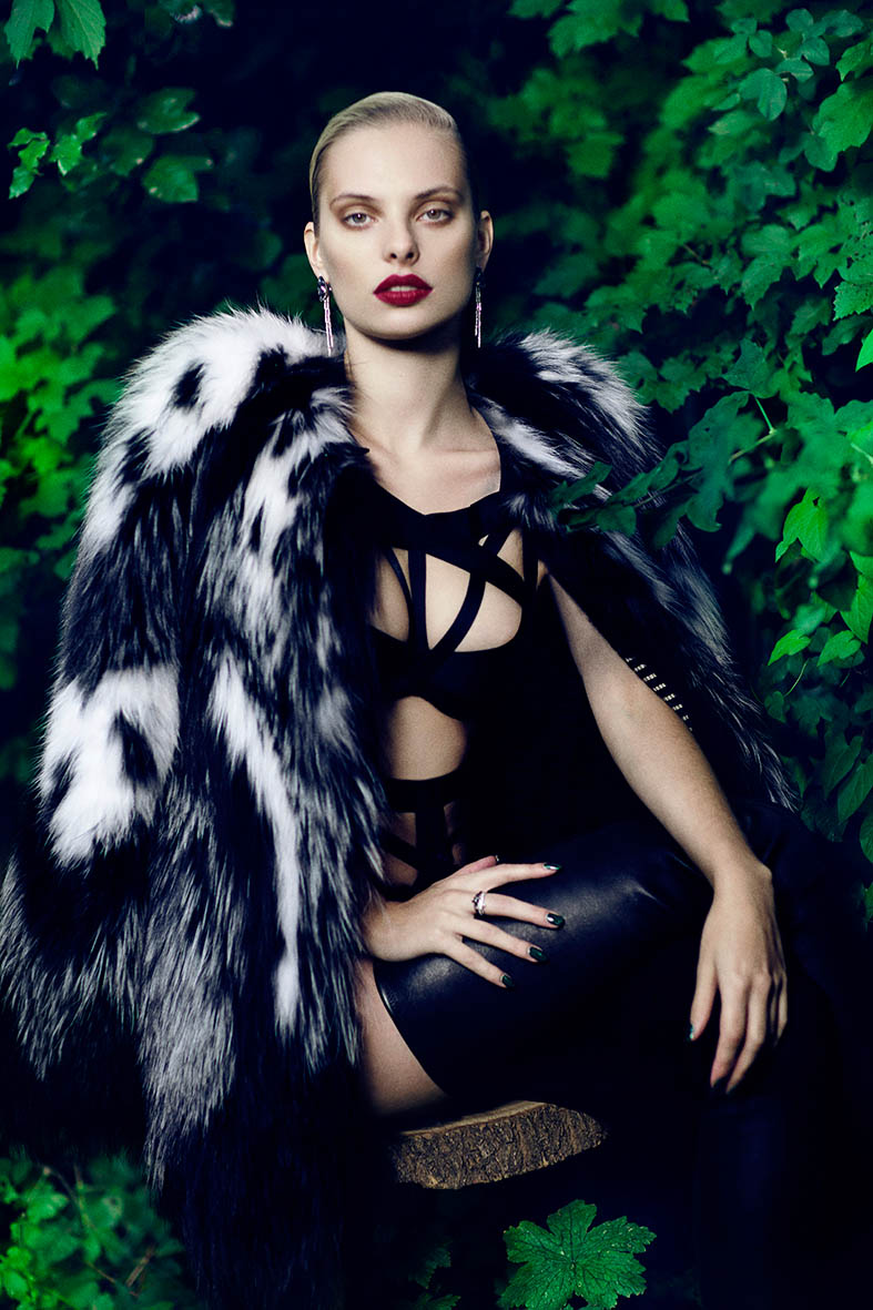 dioni tabbers model7 Dioni Tabbers Gets Sultry for LOfficiel Ukraine Shoot by Jenny Brough