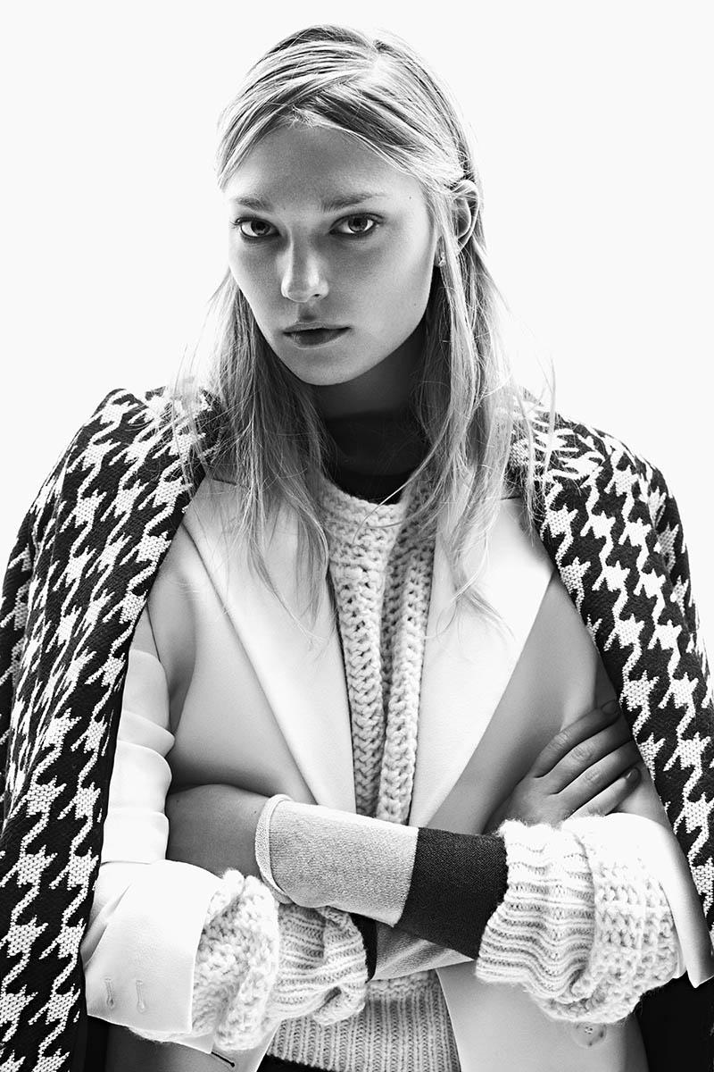 emeza campaign4 Johanna Jonsson Wears Designer Fashions in EMEZA Campaign