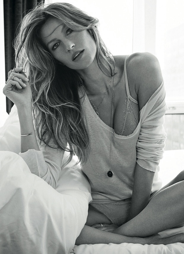 gisele bundchen shoot2 Gisele Bundchen Lands Vogue Brazil December 2013 Cover