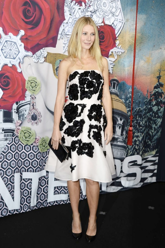 gwyneth paltrow prada dress1 Gwyneth Paltrow Wears Prada at Printemps Christmas Decorations Inauguration