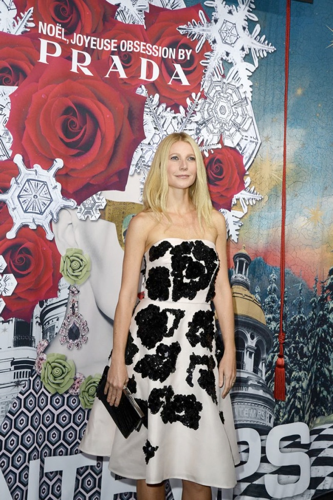 gwyneth paltrow prada dress2 Gwyneth Paltrow Wears Prada at Printemps Christmas Decorations Inauguration
