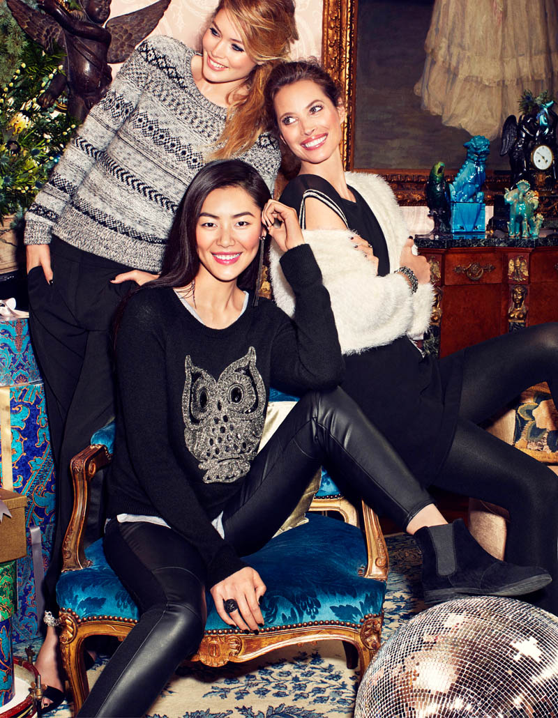 hm holiday4 See More Images for H&Ms Holiday Ads with Christy, Liu & Doutzen