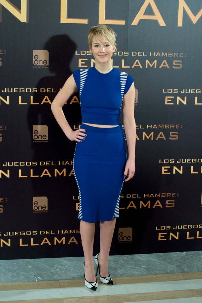 jennifer alexander mcqueen2 Jennifer Lawrence in Alexander McQueen at The Hunger Games Madrid Photocall