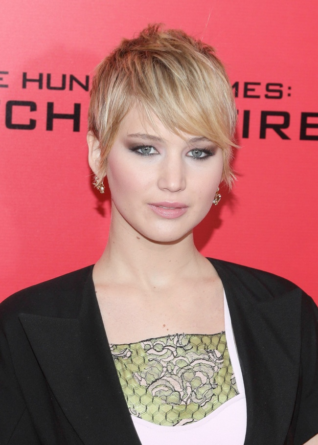 jennifer dior hunger games3 Jennifer Lawrence Wows in Dior at The Hunger Games New York Premiere