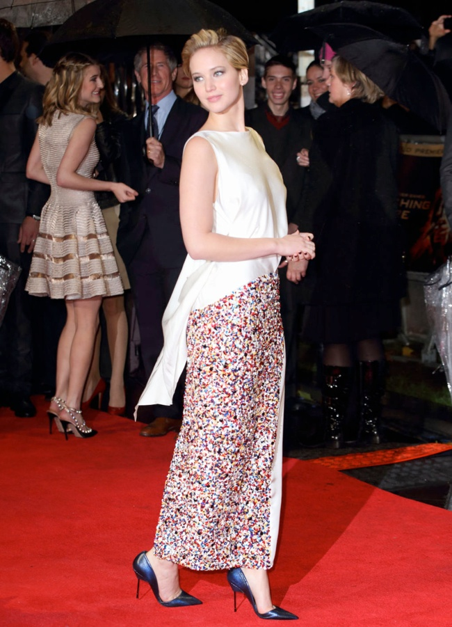 jennifer lawrence short hair1 Jennifer Lawrence Debuts Short Hair in Dior at The Hunger Games London Premiere