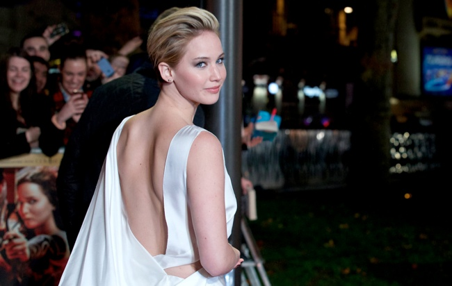 jennifer lawrence short hair3 Jennifer Lawrence Debuts Short Hair in Dior at The Hunger Games London Premiere
