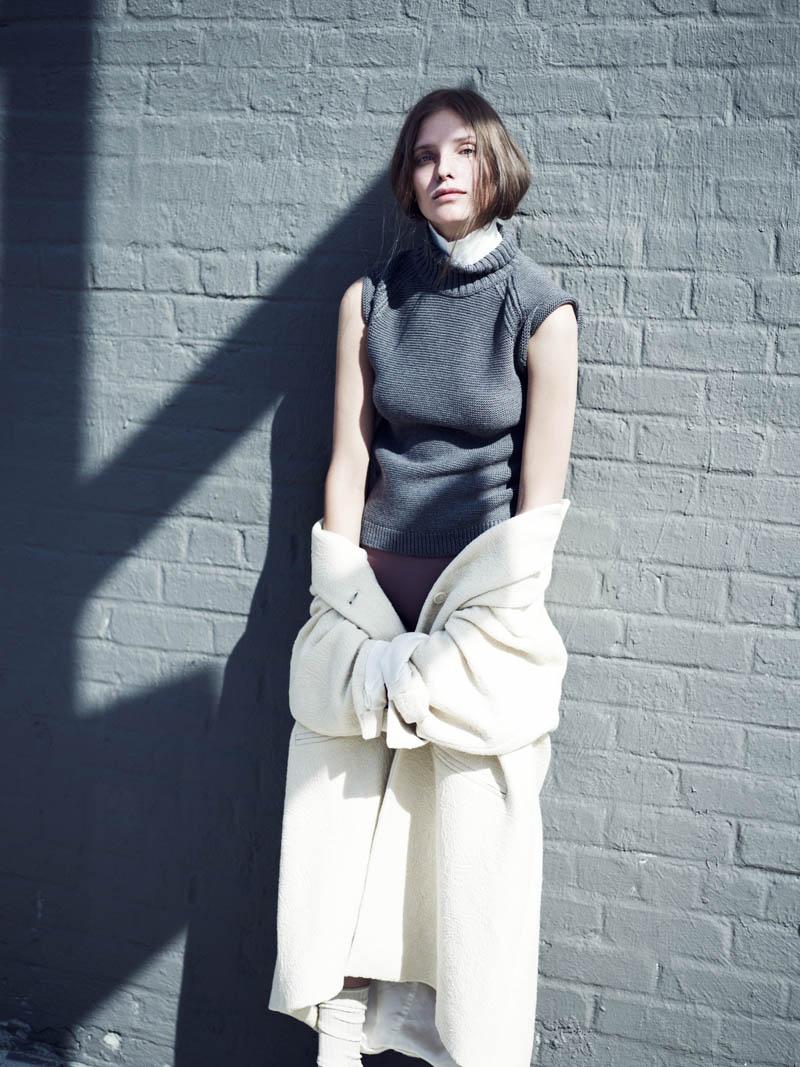 kelsey van mook1 Kelsey Van Mook Models Knitwear for Annemarieke van Drimmelen in Rika