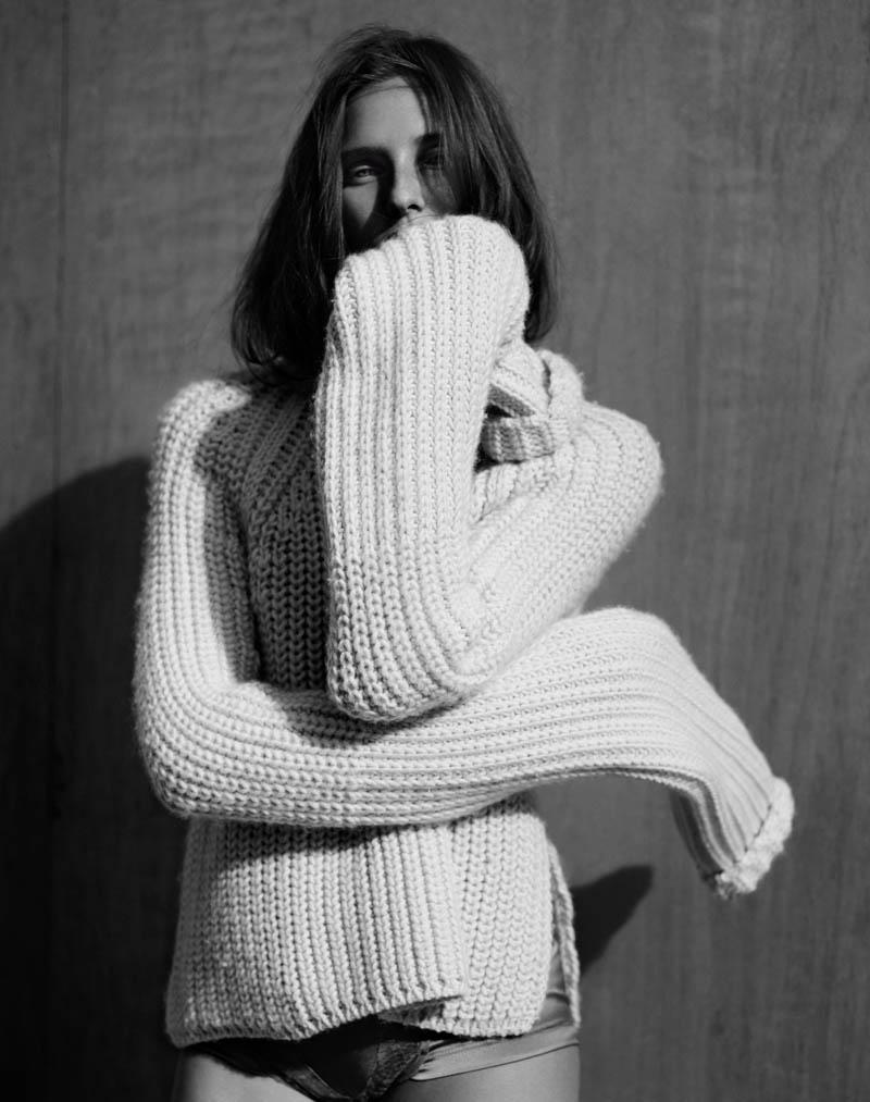 Kelsey Van Mook Models Knitwear for Annemarieke van Drimmelen in Rika
