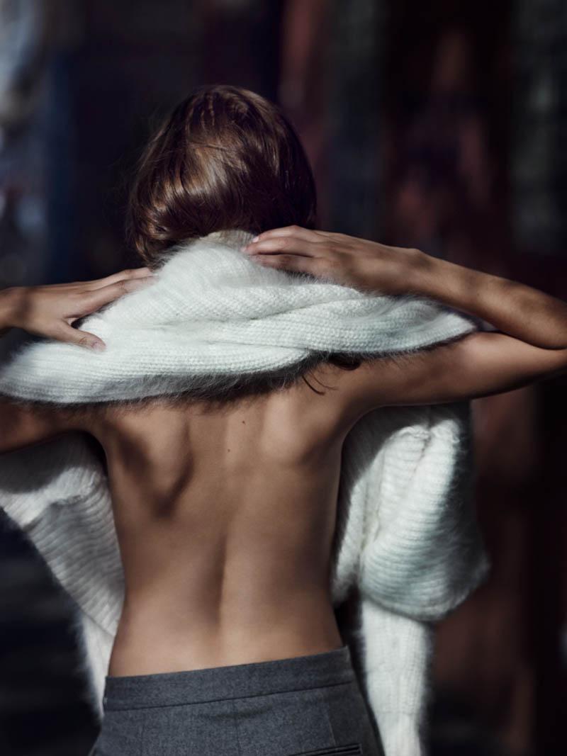 kelsey van mook3 Kelsey Van Mook Models Knitwear for Annemarieke van Drimmelen in Rika