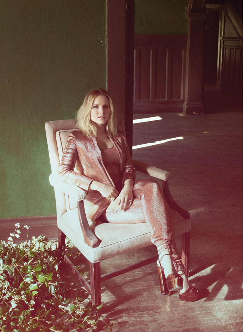 kristen bell5 Kristen Bell Stars in FLAREs December 2013 Cover Shoot