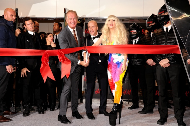 lady gaga hm store opening3 Lady Gaga Helps Open H&M Store in Times Square