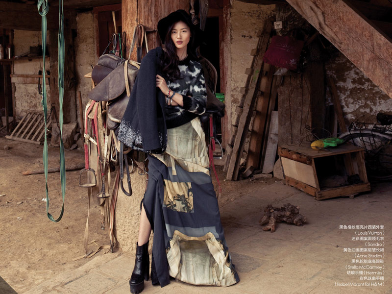 liu wen location5 Liu Wen Stars in the December 2013 Cover Shoot from Elle China