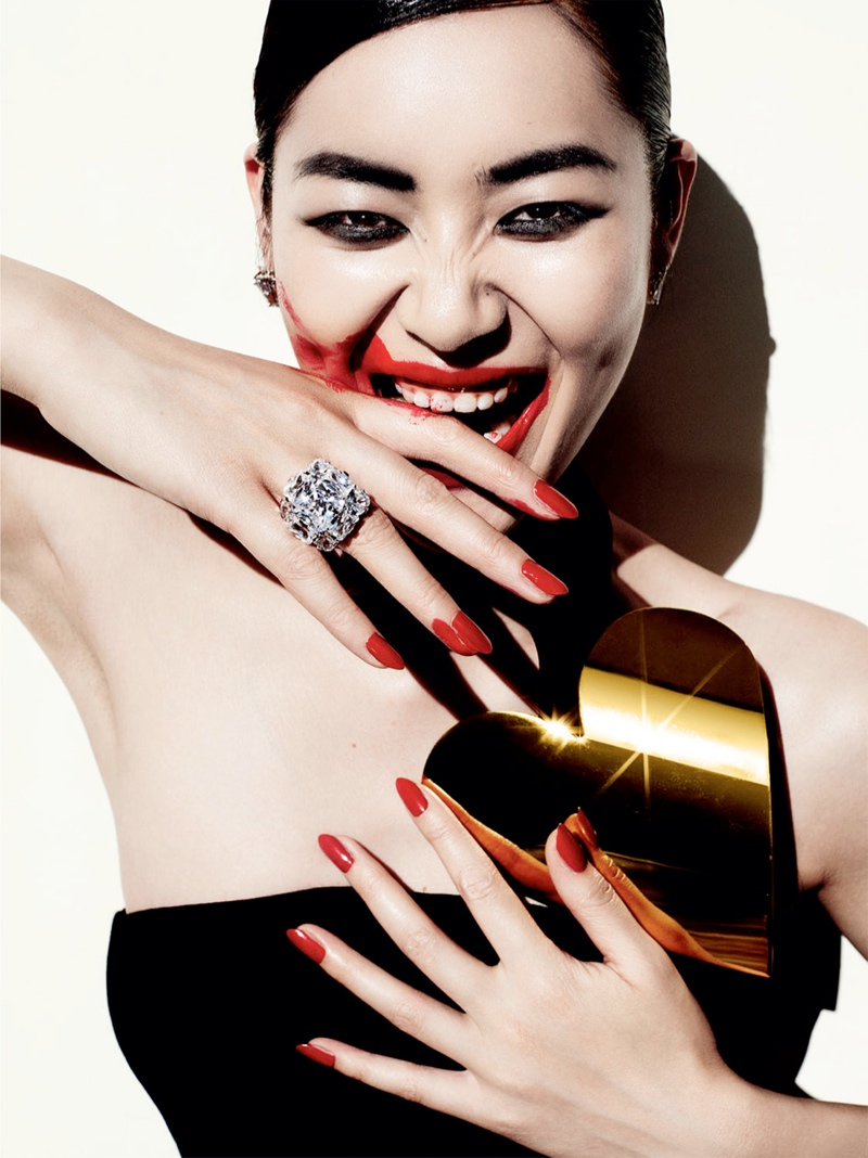 liu wen mario testino8 Liu Wen Wows for Mario Testino in 10th Anniversary Issue of Vogue China