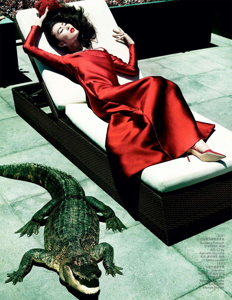 liu wen mario testino9 Liu Wen Wows for Mario Testino in 10th Anniversary Issue of Vogue China