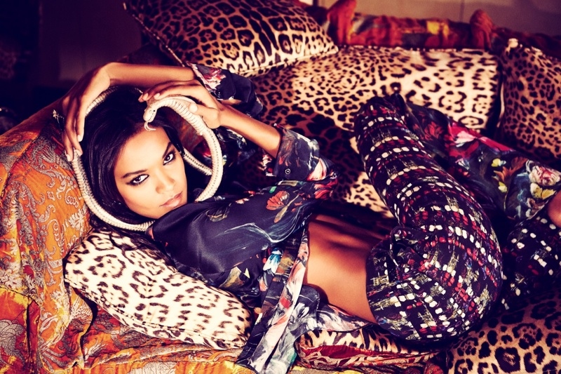 liya kebede model4 Liya Kebede Dazzles for Ellen von Unwerth in The Sunday Times Style