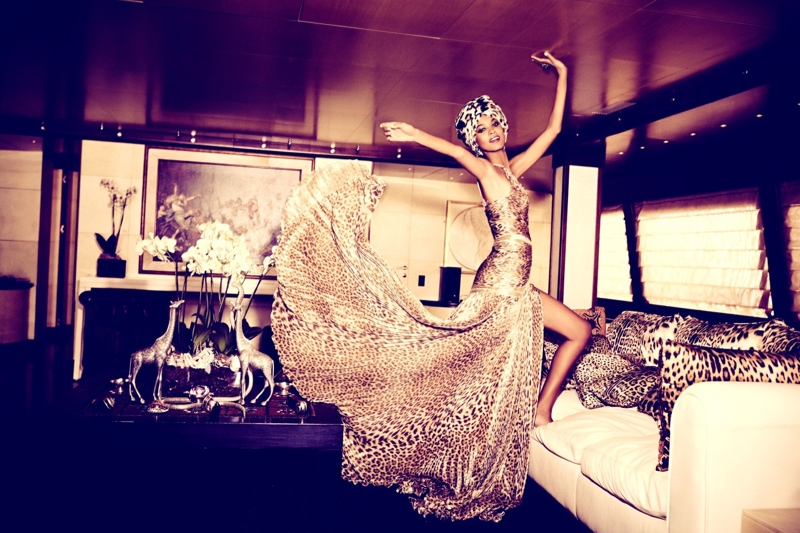liya kebede model5 Liya Kebede Dazzles for Ellen von Unwerth in The Sunday Times Style