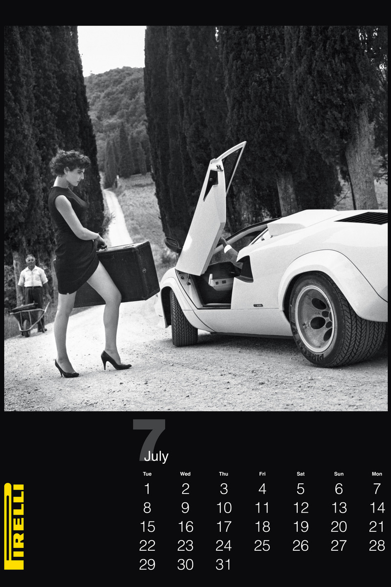 pirelli helmut newton3 Pirelli Features Vintage Helmut Newton Photos for 2014 Calendar