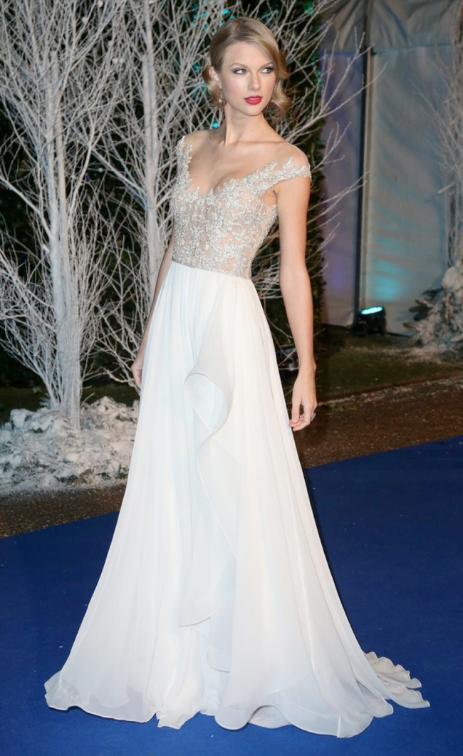 taylor reem acra dress1 Taylor Swift Dazzles in Reem Acra at the Winter Whites Gala