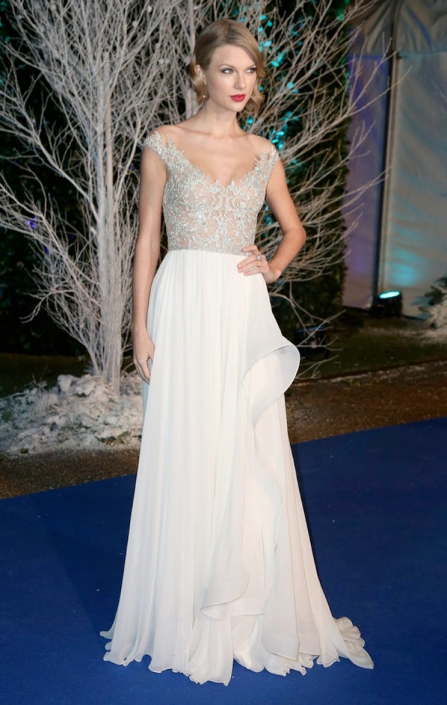 Taylor Swift Dazzles in Reem Acra at the Winter Whites Gala
