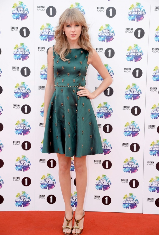 taylor swift dress2 Taylor Swift Wears Jenny Packham at the BBC Radio 1 Teen Awards