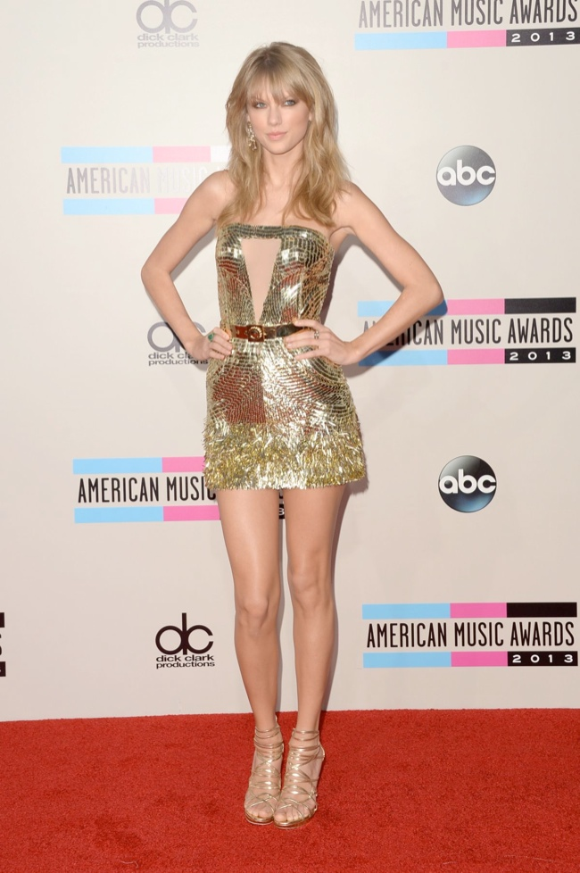 taylor swift julien macdonald Taylor Swift, Katy Perry, Miley Cyrus + More Star Style at the 2013 AMAs
