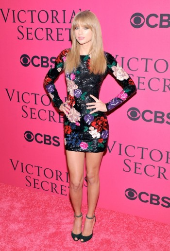 Taylor Swift Wears Zuhair Murad at the VSFS Pink Carpet