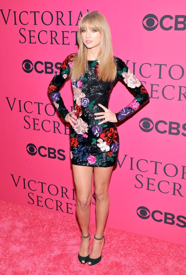 taylor vsfs 20131 Taylor Swift Wears Zuhair Murad at the VSFS Pink Carpet