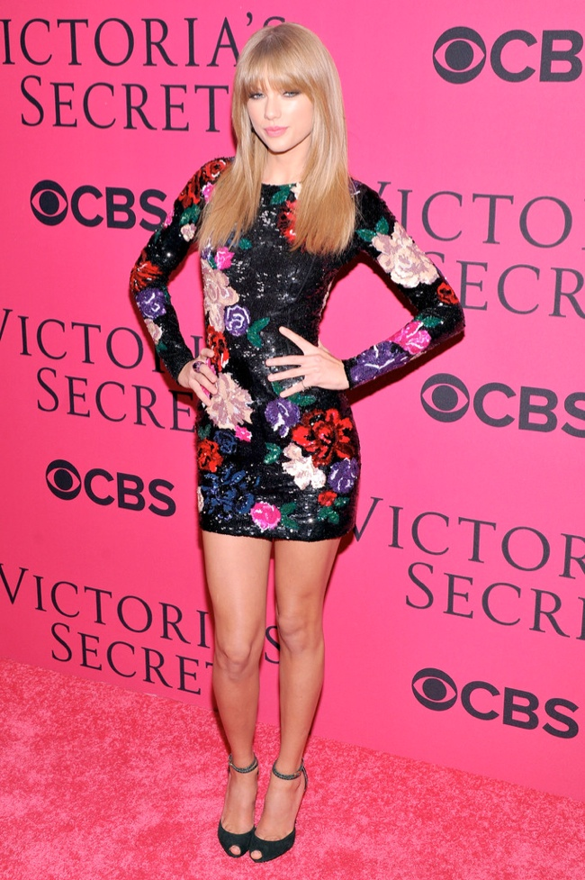 taylor vsfs 20132 Taylor Swift Wears Zuhair Murad at the VSFS Pink Carpet