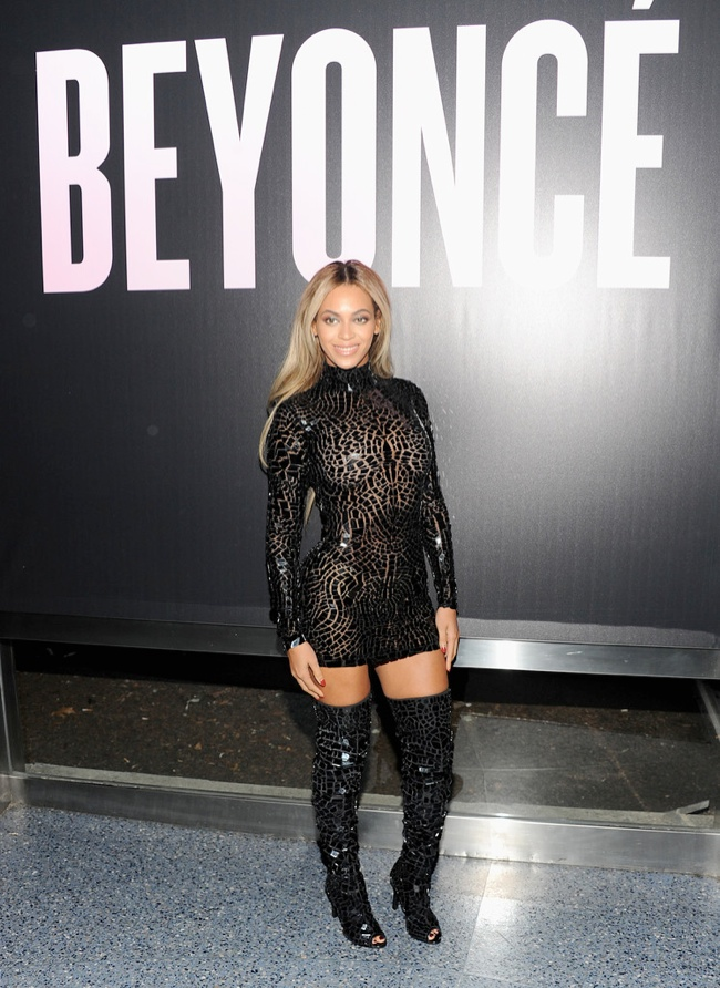 BEYONCE TOM FORD DRESS1 Beyoncé Shows Off Curves in Tom Ford at NY Album Release